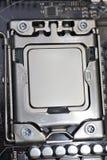 Processador central do processador instalado no entalhe no cartão-matriz fotografia de stock royalty free
