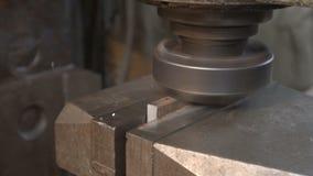 Processamento da parte do metal com máquina do torno video estoque