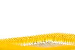 Processeur d'isolement sur le fond blanc avec le premier plan mou Avec haut étroit de contacts plaqués or Vue inférieure du côté  photographie stock libre de droits