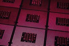 Processeurs d'ordinateur alignés avec le postproduction d'effets de la lumière photos libres de droits
