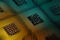 Processeurs d'ordinateur alignés avec le postproduction d'effets de la lumière Photos stock