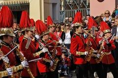 Procession av musiker på påsken i Korfu arkivbild
