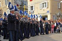Procession av musiker på påsken i Korfu royaltyfri foto