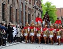 procession för blodbruges helgedom Arkivfoton