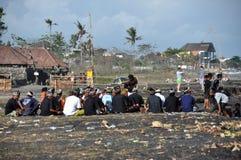 Procession funéraire sur la plage de Sanur sur Bali images stock