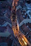 Procession till och med gatorna av staden för en dag vår dam av den Kamenita vrataen, beskyddare av Zagreb royaltyfri bild