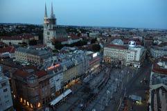 Procession till och med gatorna av staden f?r en dag v?r dam av den Kamenita vrataen, beskyddare av Zagreb arkivbilder