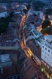 Procession till och med gatorna av staden f?r en dag v?r dam av den Kamenita vrataen, beskyddare av Zagreb royaltyfri foto