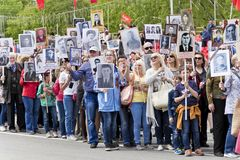 Processione della gente in reggimento immortale sulla vittoria annuale Fotografia Stock Libera da Diritti