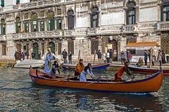 Processione di carnevale di apertura a Venezia, Italia 15 Fotografie Stock