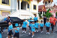 Processione festiva tramite le vie di Bangkok, Tailandia Immagini Stock