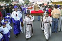 Processione guatemalteca dei bambini in Quetzaltenango Fotografia Stock Libera da Diritti