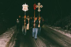 Processione ortodossa di notte sulla festività dell'epifania Fotografia Stock Libera da Diritti