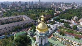 Processionen av den ukrainska ortodoxa kyrkan av Moskvapatriarchaten 30 stock video