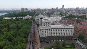 Processionen av den ukrainska ortodoxa kyrkan av Moskvapatriarchaten arkivfilmer
