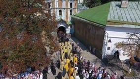 Processionen av den ukrainska ortodoxa kyrkan av Moskvapatriarchaten lager videofilmer