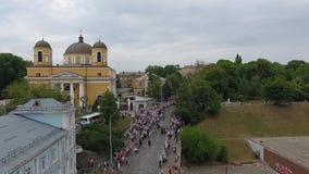 Processionen av den ukrainska ortodoxa kyrkan av Moskvapatriarchaten stock video