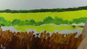 Processo creativo di arte L'artista crea la pittura sulla tela stock footage
