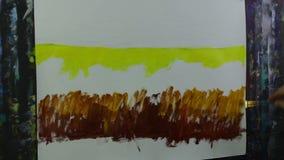 Processo creativo di arte L'artista crea la pittura sulla tela video d archivio