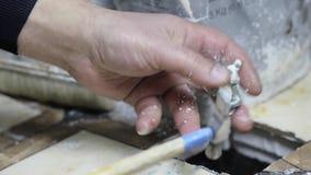 Processo da criatura do implante de Ceramet no laboratório filme