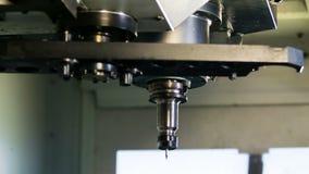 Processo da ferramenta da mudança da máquina do CNC vídeos de arquivo