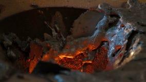 Processo da fundição do metal na fábrica industrial vídeos de arquivo