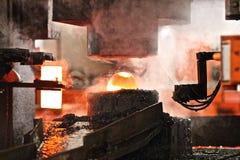 Processo de carimbo quente automático imagem de stock