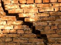 Processo de destruição de uma parede Fotos de Stock Royalty Free