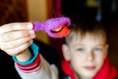 Processo de manufatura dos brinquedos macios de lãs Atividade da feltragem Imagens de Stock Royalty Free