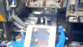 Processo de manufatura de elemento solar na fábrica Close-up vídeos de arquivo