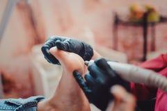 Processo de pedicure em termas do salão de beleza fotografia de stock