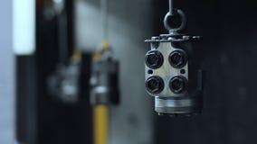 Processo de pintura das peças da máquina Ferramentas industriais da maquinaria da pintura video estoque