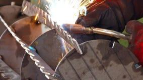 Processo dei metalli di saldatura stock footage