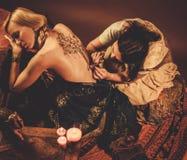 Processo del disegno dell'ornamento di menhdi del hennè fotografia stock