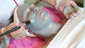 Processo del massaggio e dei facials stock footage