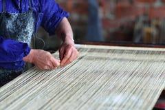 Processo della tessile del lino fotografia stock libera da diritti