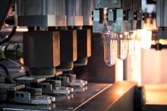 Processo di fabbricazione della bottiglia di plastica fotografia stock libera da diritti