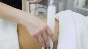 Processo di massaggio del ctomach con l'apparecchiatura di GPL video d archivio