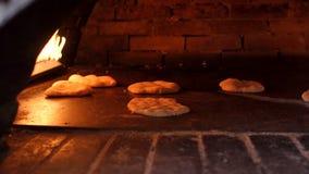 Processo di panificazione della pita in forno Pane della pita in forno archivi video