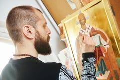 Processo di pittura religioso dell'icona Fotografie Stock