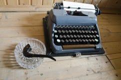 Processo di scrittura Vecchio mashine di battitura a macchina Immagini Stock Libere da Diritti
