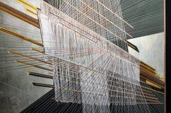 Processo di seta tailandese tradizionale di tessitura della mano fotografia stock