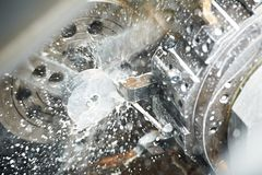 Processo lavorante in bianco del metallo immagini stock libere da diritti