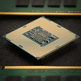 Processorn för central dator med minnesenheter Arkivfoto