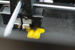Processus d'imprimer le mod?le en plastique physique sur la machine automatique de l'imprimante 3d Technologies, impression 3D et images stock