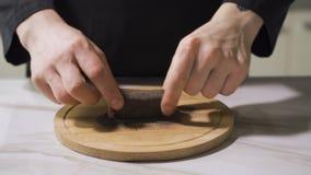 Processus de bifteck de thon de préparation Filet de torréfaction de thon clips vidéos