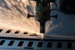 Processus de coupe de laser Photographie stock libre de droits