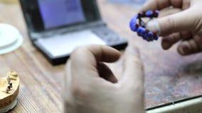 Processus de créature d'implant de Ceramet au laboratoire clips vidéos