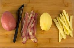 Processus de faire cuire des pommes frites Image libre de droits