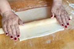 Processus de faire cuire la pizza Photos stock